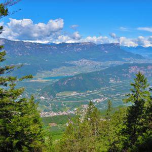 Ausblick auf den Kalterersee (lago di caldro) (c) Karmen Nahberger