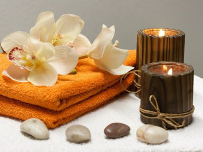 Candles, towels and flowers, Pixabay